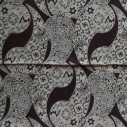 Fat Quarter - Paisley - Beige on Brown